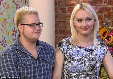2 - جيمي ايغل ولويس ديفيز: المخطوبان اللذان رفضا الزواج قبل إتمام عملية التحول الجنسي