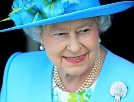 7 - جانين وديفيد: الزوجان المزدوجا الجنس اللذان طلبا اذناً خطياً من الملكة البريطانية للزواج